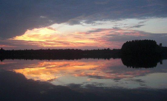 Cedar Bay Resort: Spectacular sunsets