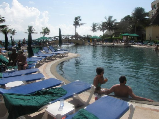 GR Solaris Cancun : pool