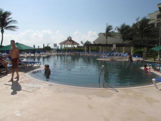 GR Solaris Cancun : Pool!