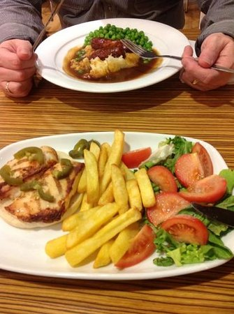 Travelodge Liverpool Central Exchange Street Hotel: lettuce was past it's best