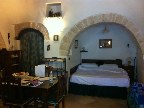 Miratrulli Suites: Bedroom Alcove