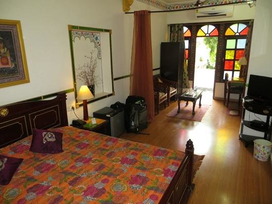 Hotel Vimal Heritage : Spacious room on second floor (front)