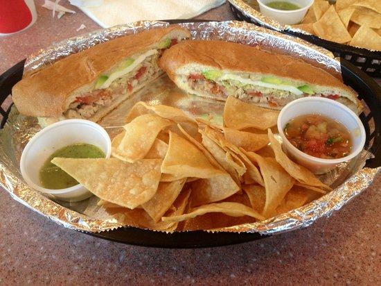 Las Tortugas Deli Mexicana: De pollo: slow roasted chicken sandwich