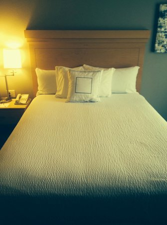 Courtyard by Marriott Sandestin at Grand Boulevard: Soothing Guest Rooms