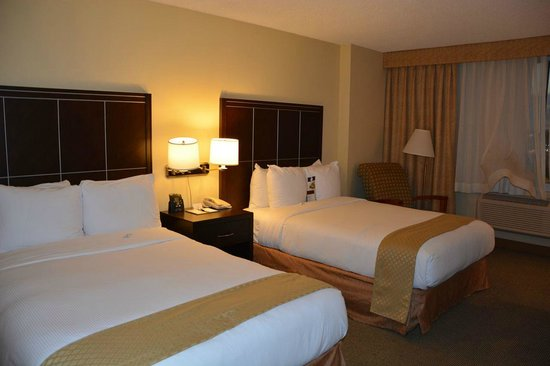 Doubletree by Hilton Hotel Los Angeles - Commerce: Comfortable room but horrible beds