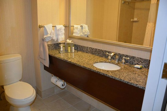 Doubletree by Hilton Hotel Los Angeles - Commerce: Nice bathroom