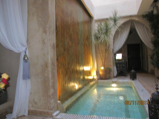 Riad Cocoon: reception/pool