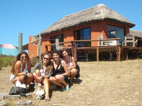 El Indio Hostel: La salida del hostel a la playa