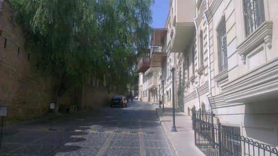 Premier Old Gates: сторона отеля выходящая на крепостную стену
