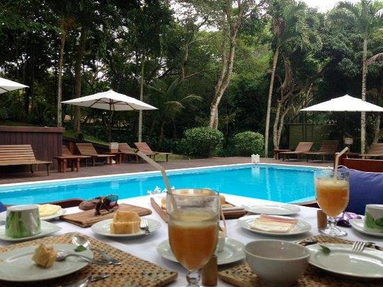Etnia Pousada & Boutique: Café da manha na piscina