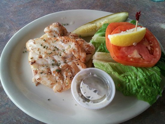 The Galley Grill: Conch chowder, fish sandwich and key lime pie for $15 - excellent!!