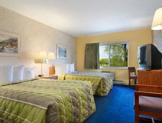 Motel 6 Eau Claire: Standard Two Double Bed Room