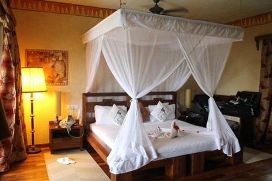 Zanzi Resort: Turn down - Luxurious Bed!