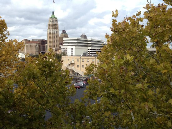 Marriott Plaza San Antonio: View from our balconly