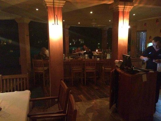Capitan Suizo Beachfront Boutique Hotel: hotel restaurant