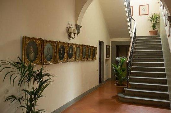 Villa Poggio San Felice : stirway to room/suites