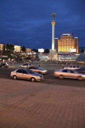 Hotel Ukraine : View to hotel