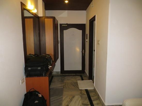 Hotel Surya, Kaiser Palace: Room entrance