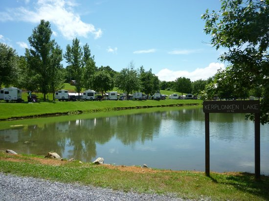 Staunton / Walnut Hills KOA: Beautiful RV sites along Lake Kerplonken