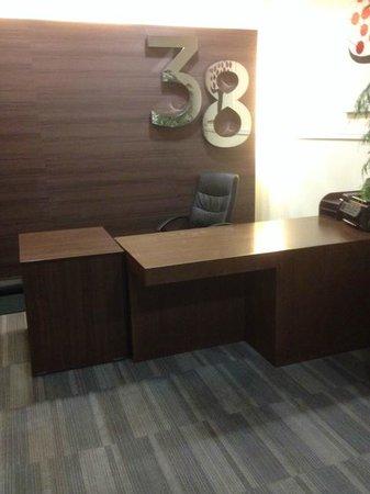 38 Bath Street Serviced Apartments: Nobody on reception