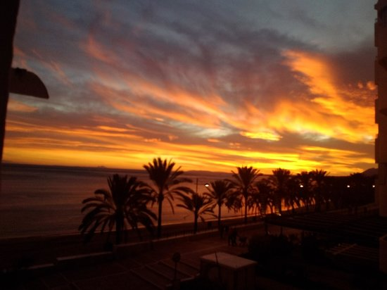 Aparthotel Puerto Azul Marbella : Sunset wiews from my balcony