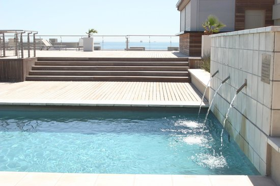 Sunstays Lagoon Beach Apartments: Roof pool