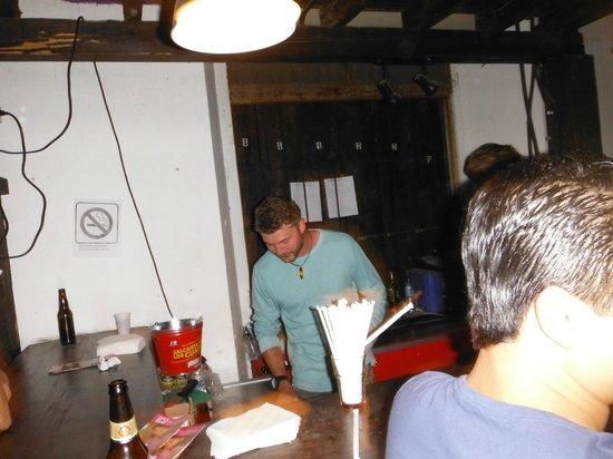 Las Vibras De La Casbah: bartender