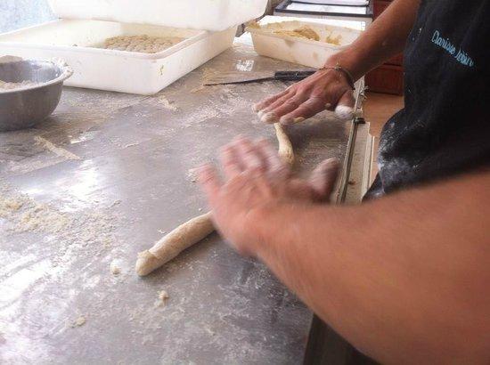 Le Monde: elobarazione gnocchi di patate ibizenche