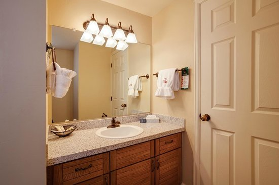 Timber Run Condominiums: Bathroom