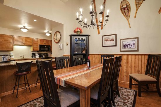 Timber Run Condominiums: Dining Area & Kitchen Example