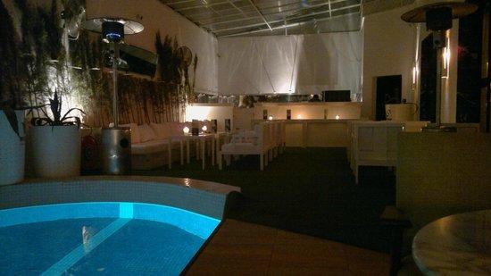 BAB HOTEL : terrasse couverte et chauffée du RDC