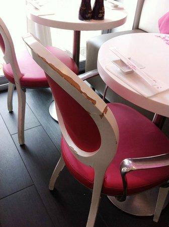 Planet Sushi Lyon : Chaises abimées