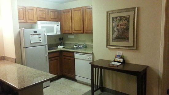 Staybridge Suites Davenport: Room 210 - Kitchen area
