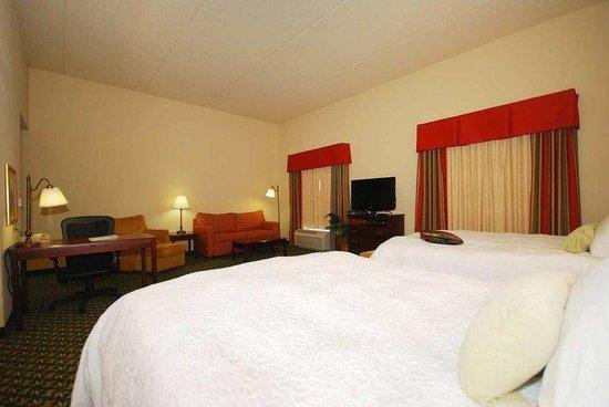 Hampton Inn & Suites Lamar : 2 Queen Bed Studio Suite