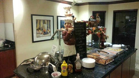 Staybridge Suites Davenport : Happy Hour Buffet, also used for Breakfast items