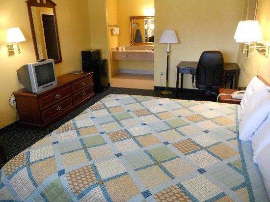 Riverwalk Inn & Suites Portsmouth: King Bed