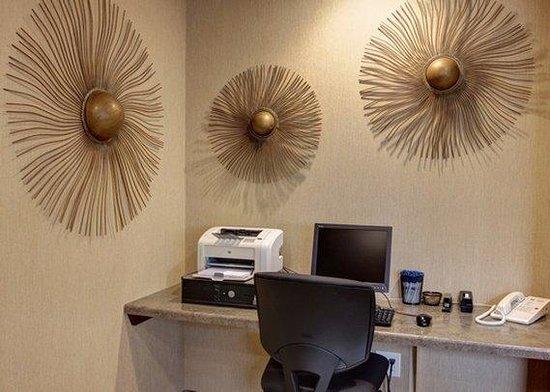 Quality Inn Marshall: BUSINESS CENTER