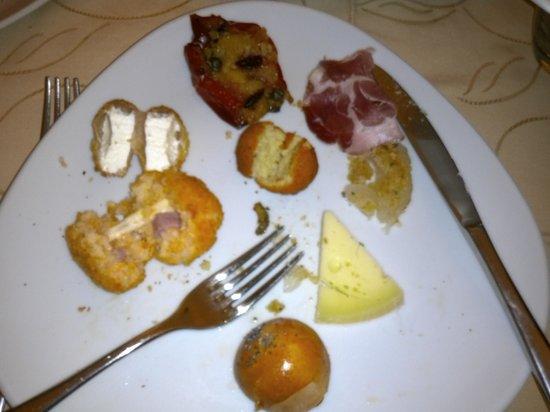 L'Osteria del Divingustare: Particolare piatto con antipasti di mia figlia