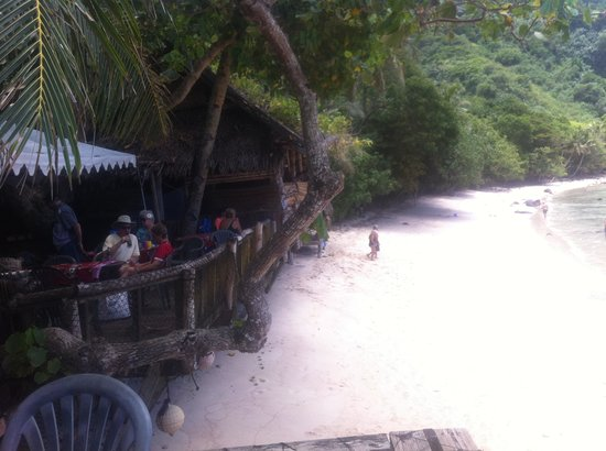Tisa's Barefoot Bar: Beach at Tisa's..Pago Pago