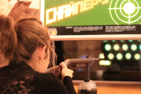 Museum of Soviet Arcade Machines : Playing a Shooter Game
