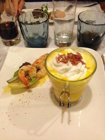 Le Cabanon des Pecheurs : capuccino de potimarron au lard et brochette de crevette