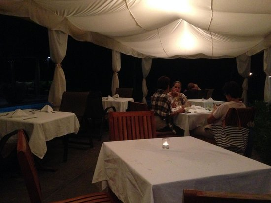 Langosta Beach Club : dinner under the cabana by the pool