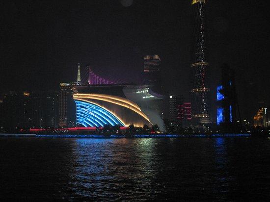 Guansheng Huangshibao Hotel : view from river side 0f stadium