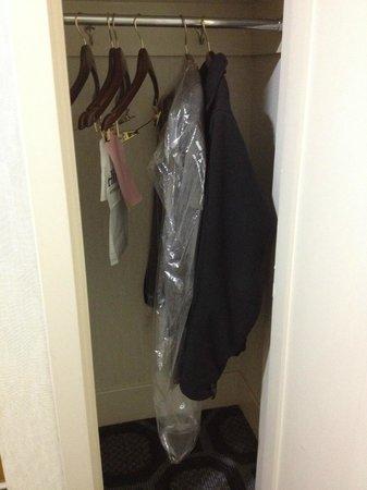 Hilton Long Island/Huntington : Tiny closet