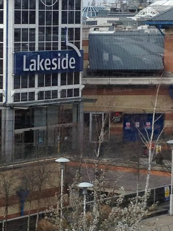 Lakeside Shopping Centre: the mall
