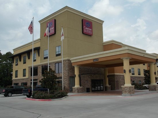 Comfort Suites: Outside View