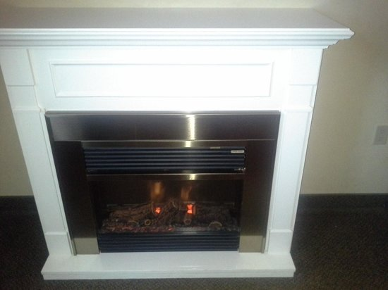 Best Western Plus Orillia Hotel: fireplace