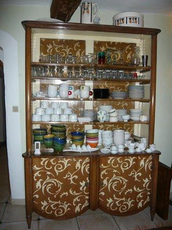 Mas Suéjol : Un des vaisselliers