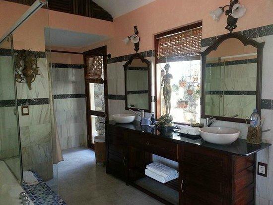 Takalau Resort: Bathroom