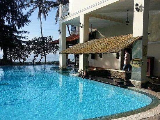 Takalau Resort: Hotel Pool